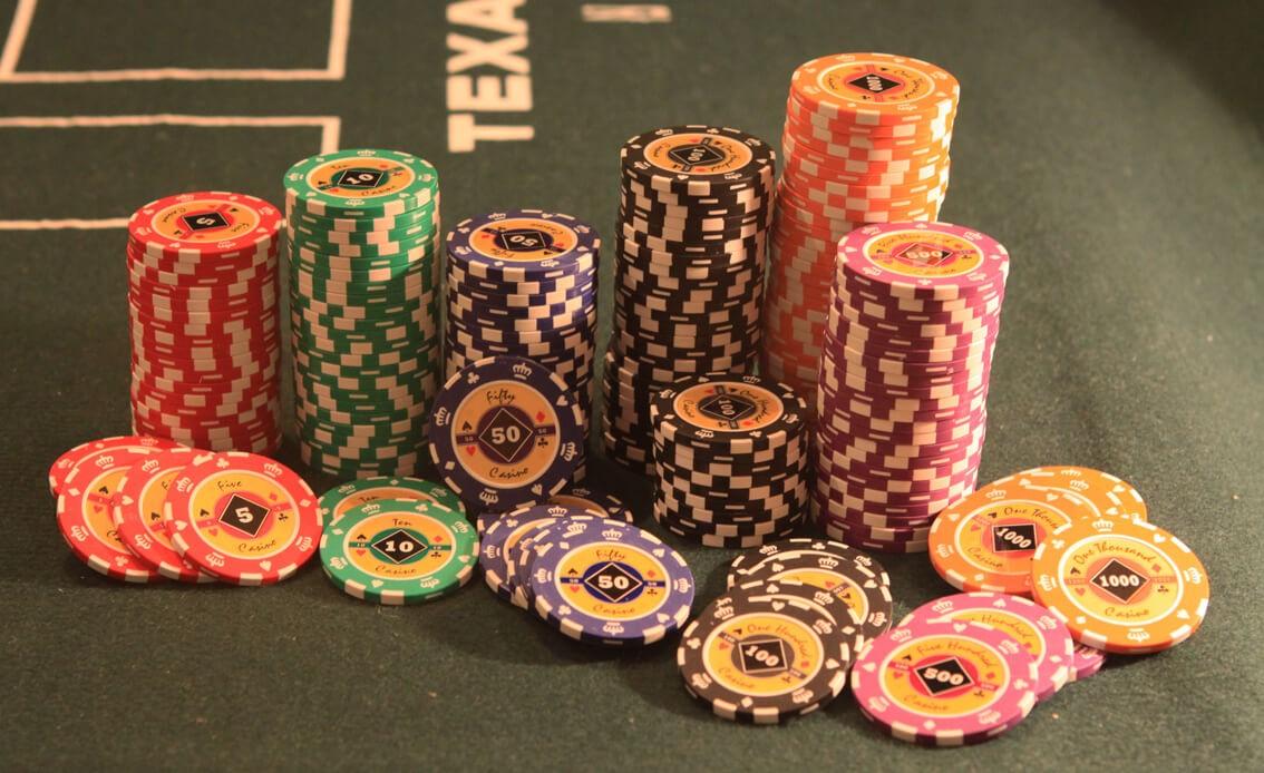 Crown 100, Набор для игры в покер